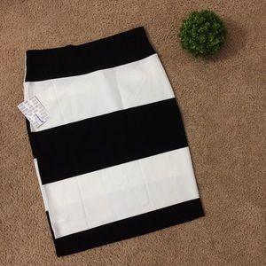 LulaRoe   NWT Black White Cassie Skirt Large